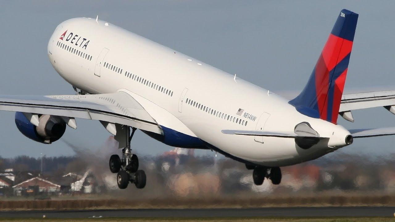 Delta Airbus A320 Taking Flight